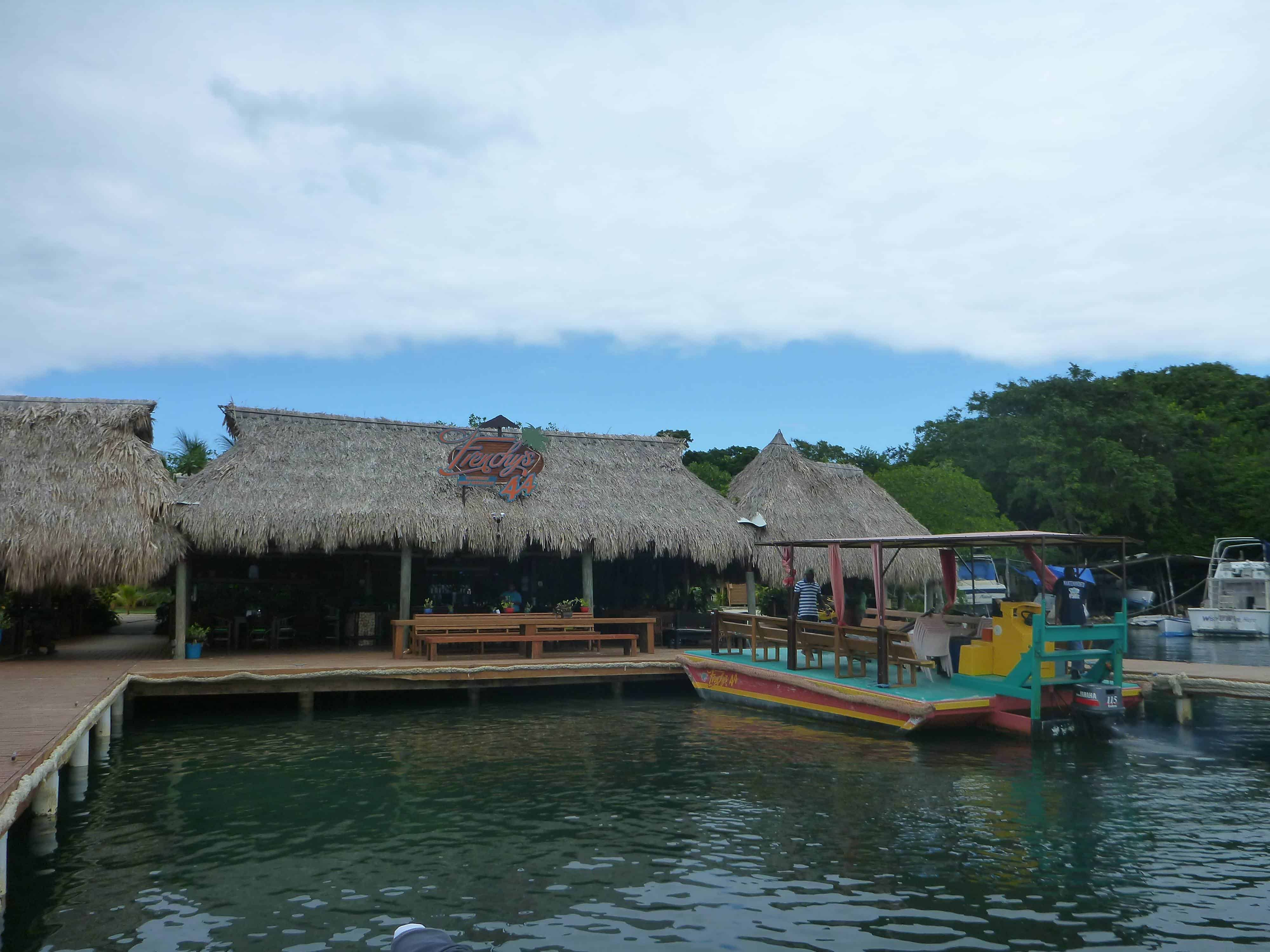 Subway 44 dive shop in Roatan on the Channel Islands Dive Adventures dive vacation