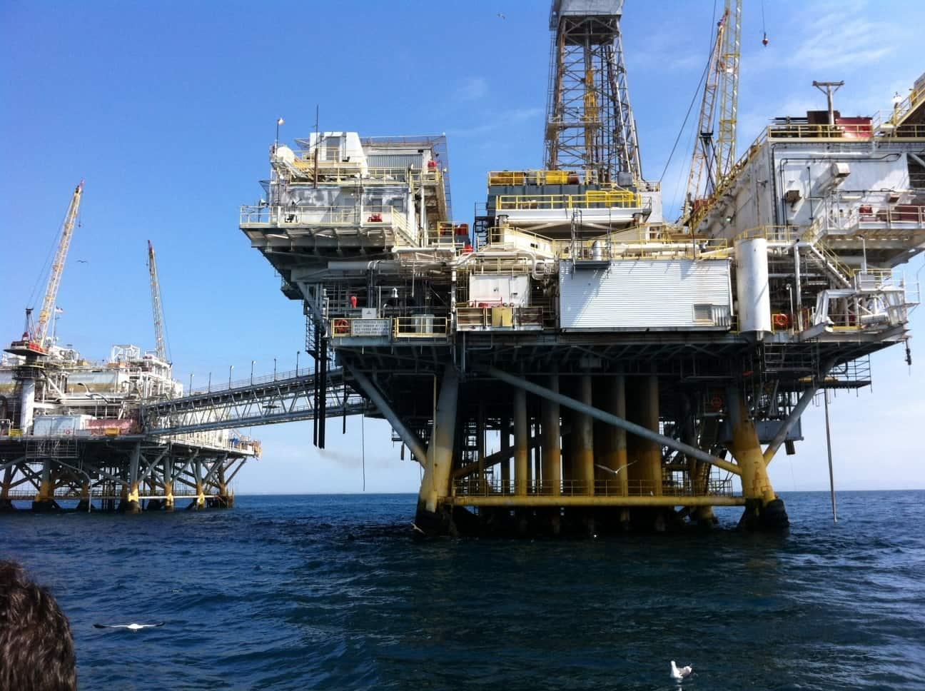 elly-ellen-oil-rig