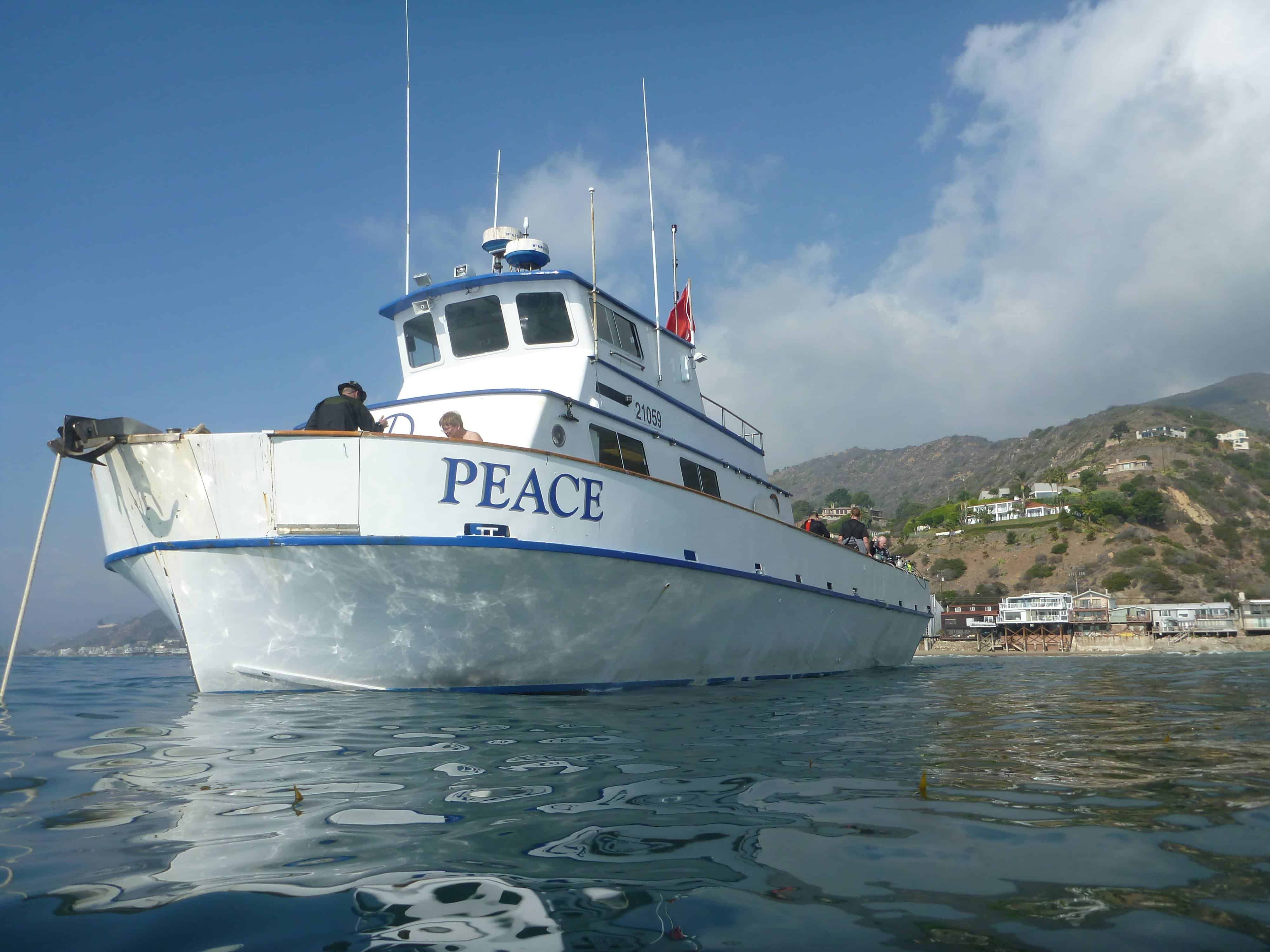 peace-dive-boat